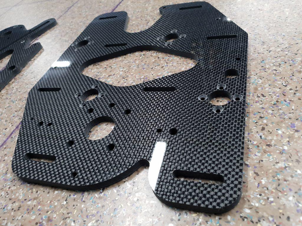 Lightweight gripper suction plate